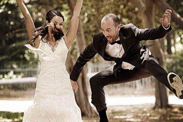 זוג נהנה בצילומי חתונה