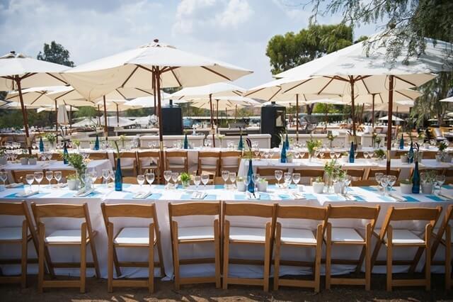 שולחנות ומקומות ישיבה בחתונה קטנה