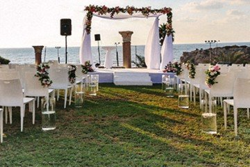 חופה בחתונה על חוף הים