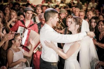 חתן וכלה בריקוד מרגש בחתונה ב Q