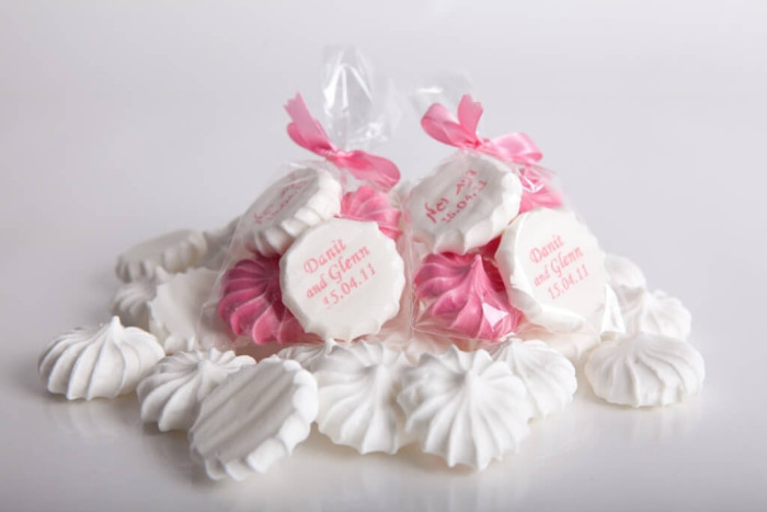 נשיקות מתנה לאורחים בחתונה