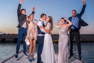 אורחים חוגגים חתונה ביפו