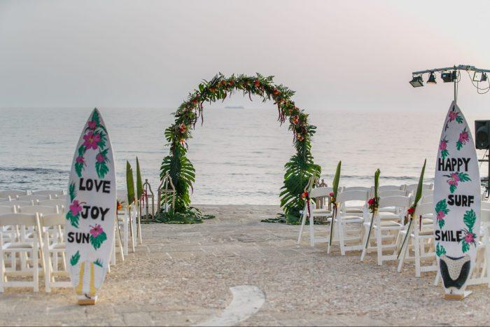 חתונה על הים בסגנון חוף הוואי