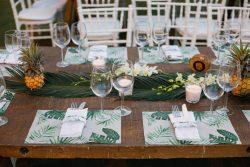 עיצוב שולחן לחתונה בהשראת מסיבה טרופית