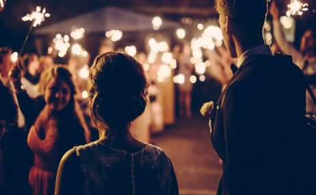 זוג במהלך חתונה